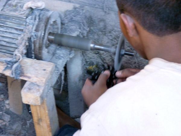 ART DE MADAGASCAR - Atelier du cornetier - la corne de zébu